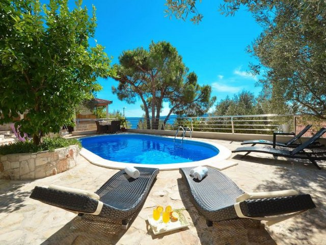 Villa_with_pool_11
