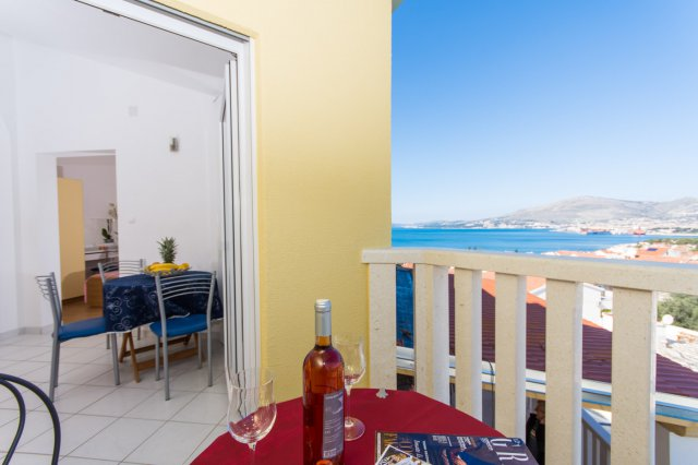 apartment with pool trogir_ 1