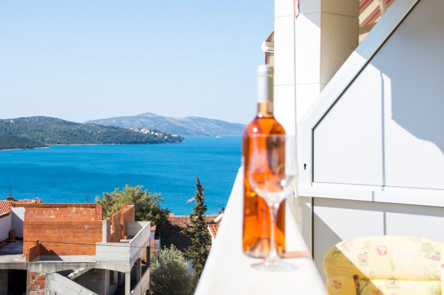 Apartment with pool trogir_1
