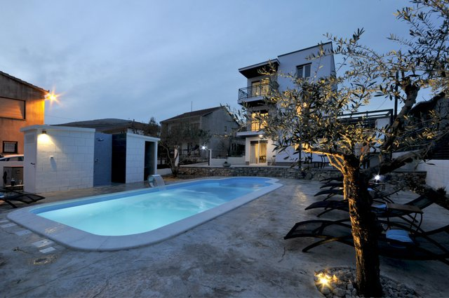 Apartment Pool Trogir_23